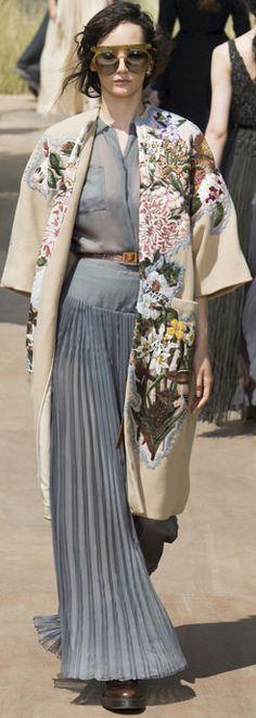 The Artistic Side of Haute Couture Fashion: Dior Couture by Maria Grazia Chiuri Paris. More FW 17 Couture. Estilo Fashion, Fashion Moda, Fashion Week, Fashion 2017, Fashion Art, High Fashion, Fashion Outfits, Womens Fashion, Fashion Design