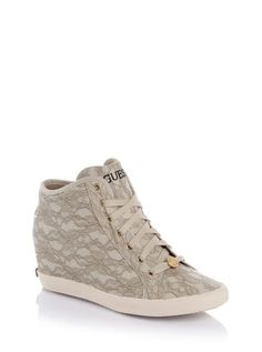 Patricia Lace Sneaker | GUESS.eu