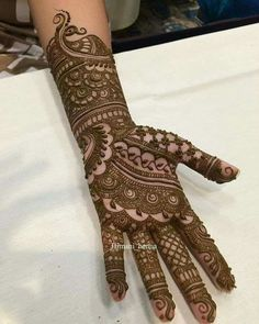 Arabic Mehendi Designs - Check out the latest collection of Arabic Mehendi design ideas and images for this year. Arabic mehndi designs are the most fashionable and much in demand these days. Modern Mehndi Designs, Dulhan Mehndi Designs, Mehndi Design Pictures, Wedding Mehndi Designs, Beautiful Mehndi Design, Latest Mehndi Designs, Mehndi Images, Mehandi Designs, Rangoli Designs