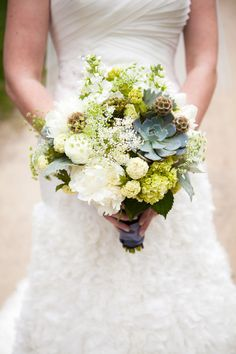 Super sweet succulents have become very popular for wedding themes. Add succulents to your bouquet, as part of the wedding decor or as succulent favors - here's why we love them! Fall Wedding Flowers, Floral Wedding, Wedding Colors, Wedding Bouquets, Green Wedding, Pale Yellow Weddings, Woodland Flowers, Succulent Bouquet, Rustic Bouquet
