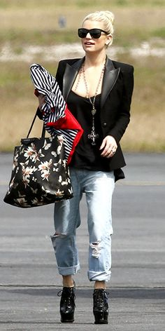 3ccae04910 Jessica Simpson dressed up her baggy boyfriend jeans with a blazer and high  heels on Monday