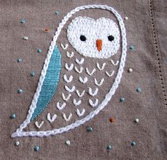 Cute embroidered owl!  http://unafloresita.blogspot.com/2013/10/stitching-saturday-owl-pillow-frenzy.html