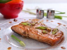 מתכון לסלמון אפוי בתנור עם טריק: מרינדה של מיונז וטריאקי ששומרת על עסיסיות ויוצרת ציפוי טעים מאין כמוהו