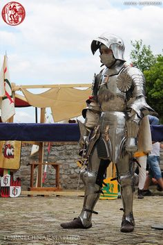 Montefeltro Man at Arms Armor All, Suit Of Armor, Arm Armor, Medieval Knight, Medieval Armor, Medieval Fantasy, Armadura Medieval, Early Middle Ages, Armor Concept