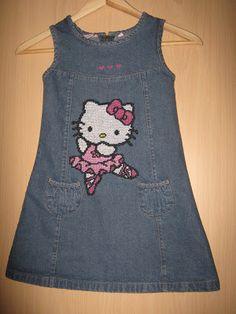 DIY Jeans-Kleid mit Kreuzstich Stickerei