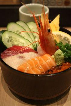 Japanese Sushi Rice Bowl, a Variety of Sashimi Fresh Seafoods over Rice | Kaisen-Don 海鮮丼