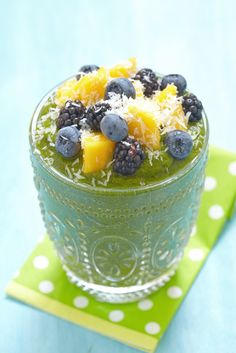 KALE BERRY BANANA SMOOTHIE