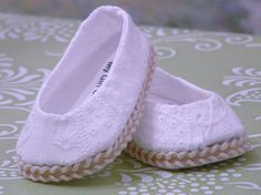 Very cute little white eyelet ballet flats for American girl dolls. All my apparel is made in my smoke free home. American Girl Doll Shoes, American Girl Accessories, My American Girl, American Doll Clothes, Girl Doll Clothes, Doll Clothes Patterns, Girl Dolls, American Dolls, Black Sparkle Dress