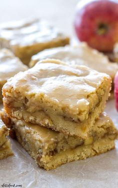 These chewy Maple Glazed Apple Blondies taste like sweet apple pie with a warm maple icing! This homemade apple blondie recipe is the perfect fall dessert! It's easy, super flavorful, and always a crowd pleaser! Mini Desserts, Apple Desserts, Fall Desserts, Apple Recipes, Just Desserts, Fall Recipes, Sweet Recipes, Baking Recipes, Cookie Recipes