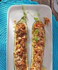 Jauhelihatäytteiset kesäkurpitsat | Maku Zucchini, Good Food, Low Carb, Cooking Recipes, Keto, Favorite Recipes, Vegetables, Drinks, Drinking