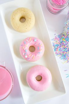Fluffy Baked Donuts with Pink Frosting (and Sprinkles!) Using Fresh Vanilla Beans is the Key to Creating the Ultimate Baked Donuts! This quick and easy donut recipe is so much better than the fried version! Mini Donuts, Donuts Donuts, Keto Donuts, Baked Donuts, Easy Donut Recipe, Icing For Donuts Recipe, Donut Glaze Recipes, Mini Donut Recipes, Donut Icing