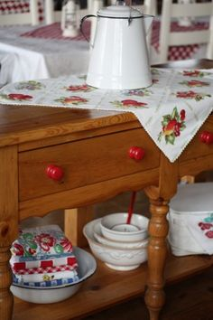 love red & white vintage items;  repaint table in bedroom to go into kitchen.