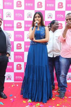 Telugu Actress Anu Emmanuel launches B New Mobile Store at Bapatla, Guntur, AP. Anu Emmanuel photos at B New Mobile Store launch. Long Dress Design, Stylish Dress Designs, Stylish Dresses, Simple Dresses, Fashion Dresses, Kurta Designs Women, Blouse Designs, Indian Designer Outfits, Designer Dresses