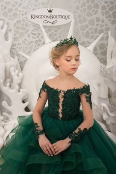 Items similar to Emerald Green and Beige Flower Girl Dress - Birthday Wedding Party Holiday Bridesmaid Flower Girl Emerald green Tulle Lace Dress on Etsy - Nähen - Green Flower Girl Dresses, Little Girl Dresses, Girls Dresses, Pageant Dresses, Flower Girls, Party Dresses, Look Girl, Bridesmaid Flowers, Bridesmaid Gowns