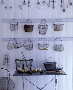 Shabby Chic JoyOld-Shabby-Lovely Wire Baskets [Cestelli in fil di Ferro]by Shabby Chic Joy Vintage Wire Baskets, Metal Baskets, Wire Egg Basket, Displaying Collections, Chicken Wire, Wire Crafts, Wire Art, Vintage Kitchen, French Kitchen