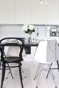 Joy Of Cooking, Black Table, Black And White Design, Dining Table Chairs, My House, Table Settings, Architecture, Finland, Kitchen