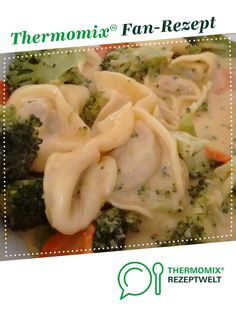 Ein Thermomix ® Rezept aus der … Tortellini pan with vegetables from Annika. A Thermomix ® recipe from the category other main dishes www.de, the Thermomix ® community. Crock Pot Recipes, Healthy Chicken Recipes, Baby Food Recipes, Healthy Dinner Recipes, Salad Recipes, Tortellini, Summer Recipes, Main Dishes, Easy Meals