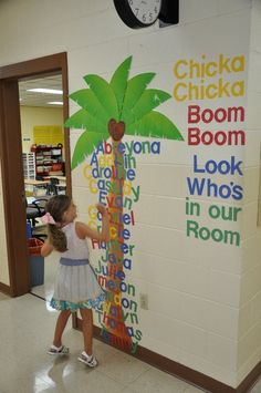 Incredible Bulletin Boards For Back To School Chicka Chicka Boom Boom Students will love finding their names under the palm tree.Chicka Chicka Boom Boom Students will love finding their names under the palm tree. Classroom Displays, Classroom Themes, Classroom Organization, Future Classroom, Seasonal Classrooms, Art Classroom Door, Kindergarten Classroom Decor, Classroom Teacher, School Displays
