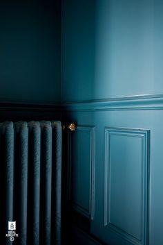 New blue wall living room decor 64 ideas Blue Painted Walls, Teal Walls, Dark Walls, Wall Colors, House Colors, Blue Rooms, Interior Design Studio, Colorful Interiors, Home Deco