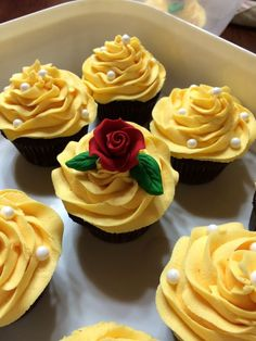 wedding cakes with cupcakes Wedding cakes disney princess beauty and the beast Ideas Disney Cupcakes, Ladybug Cupcakes, Kitty Cupcakes, Snowman Cupcakes, Giant Cupcakes, Disney Cakes Easy, Teen Cupcakes, Paris Cupcakes, Sweet 16 Cupcakes