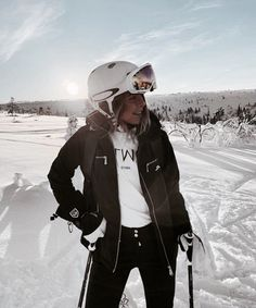 Afbeelding over meisje in mode door Chanel Giovanna Ski Fashion, Fashion Week, Winter Fashion, Chanel Fashion, Daily Fashion, Komplette Outfits, Winter Outfits, Mode Au Ski, Ski Vacation