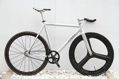 LEADER BIKES KAGERO CUSTOM BIKE | BROTURES - ピストバイクショップ - LEADER BIKE総代理店 Fixed Gear Bicycle, Street Bikes, Custom Bikes, Showroom, Cycling, Track, Action, Inspiration, Collection