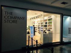 Saiba tudo sobre a The Company Store, o outlet da MAC, Clinique, Smashbox, entre outras marcas que fica em SP. Lá você compra produtos mais baratos que nos EUA.