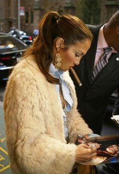 Jennifer Lopez Smokin'...a cigar that is :)