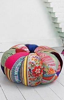I must try making one of these - patchwork floor cushion Fabric Crafts, Sewing Crafts, Sewing Projects, Craft Projects, Floor Cushions, Pin Cushions, Round Cushions, Diy And Crafts, Arts And Crafts