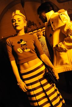 Miley Cyrus in Marc Jacobs Front Row at Marc Jacobs Highlight Description Miley Cyrus in Marc Jacobs Front Row at Marc Jacobs Miley Cyrus Short Hair, Miley Cyrus Style, Star Fashion, 90s Fashion, Runway Fashion, Celebrity Look, Woman Crush, Front Row, Marc Jacobs