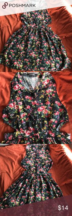 Floral Dress Floral dress from Forever 21. Has stomach cutouts on the sides. Really cute to wear on causal sunny days. In perfect like new condition. Forever 21 Dresses Mini