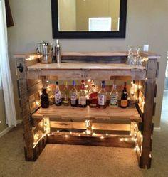 Home Bar Sets, Diy Home Bar, Bar Set Up, Bars For Home, Home Bar Decor, Palet Bar, Wood Pallet Bar, Pallet Bar Plans, Outdoor Wooden Bar