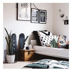 With 3 daughters bedrooms in our house don't look quite like this... Maybe in their teens?? This rad room belongs to @hailsandshine and is totally killing it @fromageiscool Lightening Bolts are available for pre-order online now for November delivery. Be quick! The last shipment never even made it into store! #thesonweneverhad #fromagelarue #kidsrooms #kidostore by kidostore