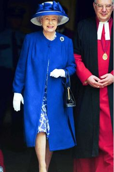 We adore this floral hat and mid length coat. So sixties - Queen Elizabeth II proves you can be royal and on trend.Rex