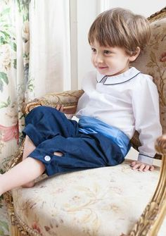 Traditional page boy outfit by Amelia Brennan: Peter pan collar shirt with navy piping, navy needlecord knickerbockers, blue thai silk cummerbund. Nehru Shirt, Pageboy Outfits, Collared Shirt Outfits, Peter Pan Shirt, Linen Suit, Page Boy, Flower Girl Dresses, Flower Girls, Collar Shirts