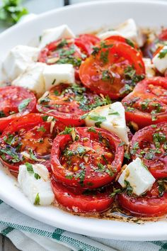 Marinated Tomatoes with Mozzarella Marinated Tomatoes – A perfect hors d'oeuvre full of fresh summer flavors!Marinated Tomatoes – A perfect hors d'oeuvre full of fresh summer flavors! Veggie Recipes, Diet Recipes, Vegetarian Recipes, Cooking Recipes, Healthy Recipes, Food Recipes Summer, Summer Food, Recipes Dinner, Fresh Tomato Recipes