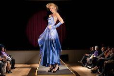 Modré hedvábné šaty na zakázku