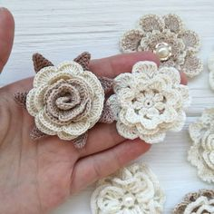 Crochet Puff Flower 53 Crochet Flower Patterns And What To Do With Them Easy crochet flowers; crochet flowers for hats Crochet Poppy, Crochet Puff Flower, Crochet Flower Tutorial, Crochet Leaves, Knitted Flowers, Crochet Roses, Crochet Circles, Crochet Hats, Crochet Butterfly Free Pattern