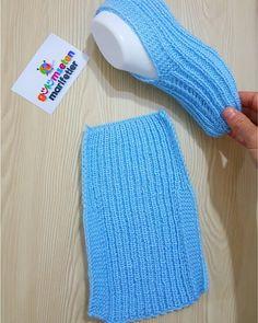 Free Knitting Pattern for Easy Cozy Toes BootiesBooties to Crochet – Step by Step Guide - Design PeakLimon Çekirdeği ile Eviniz Her Zaman Mis Gibi Kokacak Knitting Designs, Knitting Patterns Free, Free Knitting, Knitting Projects, Baby Knitting, Crochet Baby, Knit Crochet, Crochet Slipper Pattern, Knit Stitches