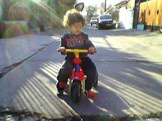 Gaspar en su triciclo