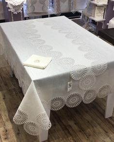 Crochet Tablecloth, Crochet Doilies, Crochet Borders, Diy Crochet, Linen Fabric, Diy And Crafts, Couture, Interior, Furniture