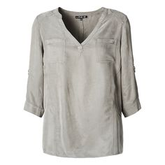 De taupekleurige blouse kan met oneindig veel items gecombineerd worden. Tip: mooi met een lange ketting! #taupe #blouse #casual #fashion