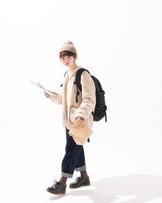 Art Hoe Aesthetic, Beige Aesthetic, Aesthetic Clothes, Human Poses Reference, Pose Reference Photo, Minimal Fashion, Retro Fashion, Girl Fashion, Japanese Trends
