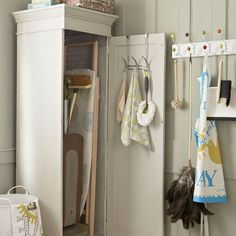 How to create a country-style utility room Utility Room Storage, Utility Cupboard, Laundry Room Organization, Laundry Room Design, Cupboard Storage, Broom Storage, Laundry Cupboard, Laundry Storage, Kitchen Storage