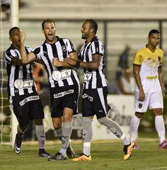 BotafogoDePrimeira: Lindoso e Carli marcam pela primeira vez, e Bota v...