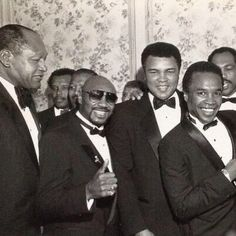 Ca Mayor Tom Bradley with Muhammed Ali, Sugar Ray and more! Mohamed Ali, Mayor Tom, Sugar Ray Robinson, But Football, Non Plus Ultra, Float Like A Butterfly, Boxing Champions, Sport Icon, Black History Facts