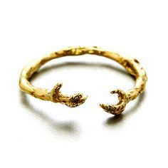 Mystery Hugs Ring, 37€, now featured on Fab.
