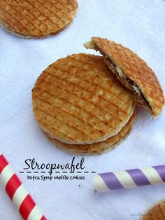 Stroopwafel, or Dutch syrup waffle cookies are very thin waffles sandwiched with a dark sweet syrup in between. Dutch Waffles, Pancakes And Waffles, Just Desserts, Delicious Desserts, Yummy Food, Cookie Recipes, Dessert Recipes, Waffle Cookies, Dutch Recipes