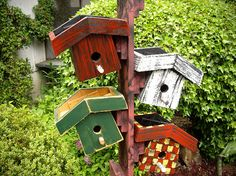 something I will have to make now that kylie and i have started making bird houses and planter boxes! =)