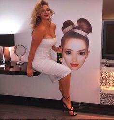 Hunter McGrady: fotos de los mejores looks curvy - Hunter McGrady con vestido blanco